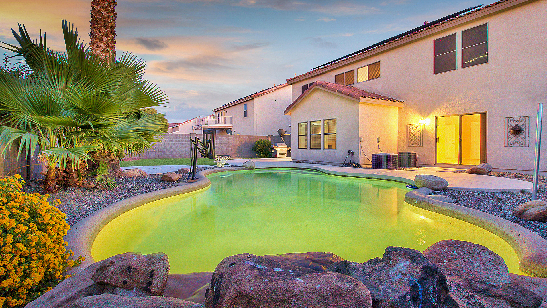 Great home for entertaining! 5 beds – 2.5 bathrooms – loft – very nice POOL!