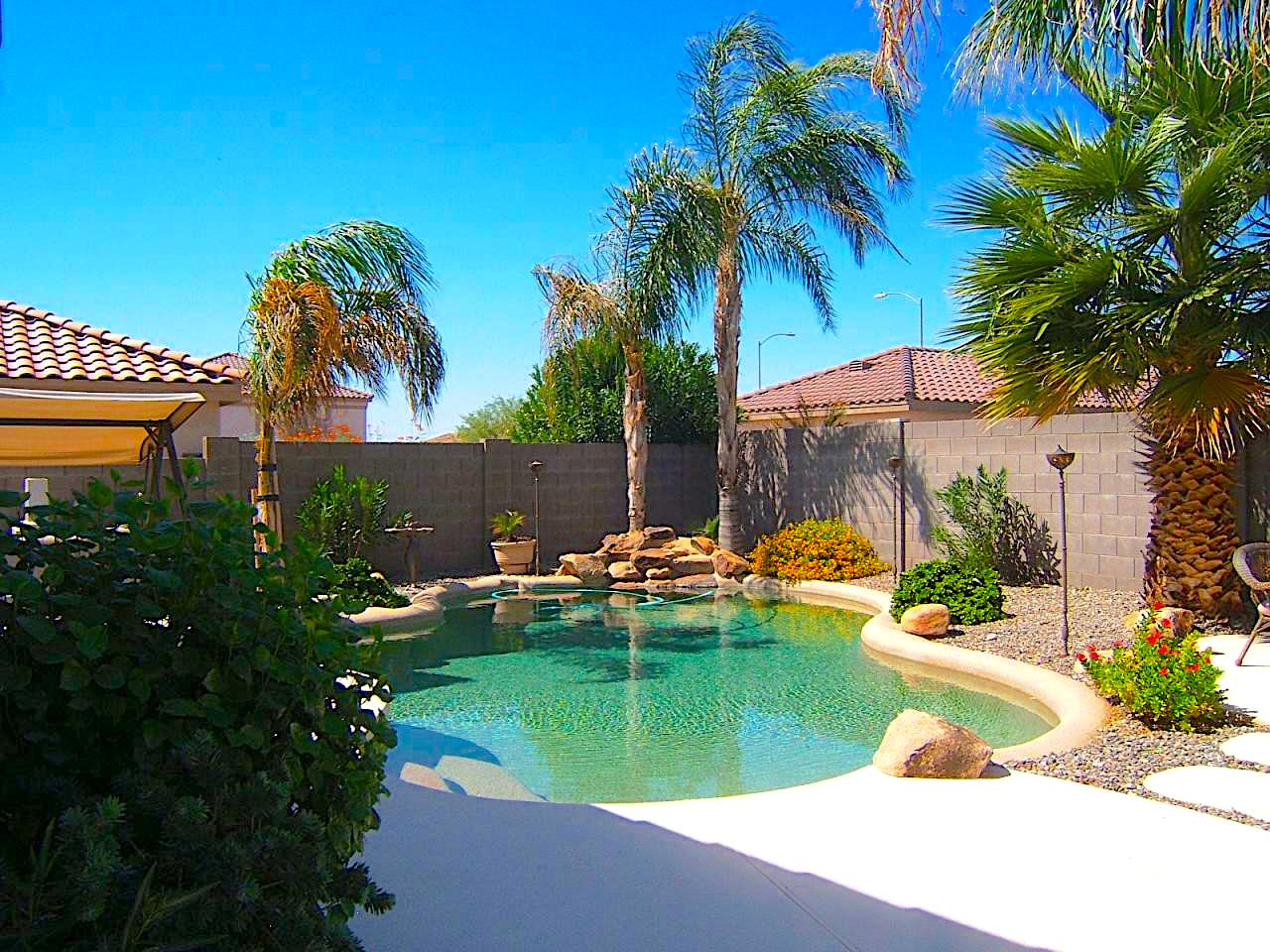 SOLD – Great home for entertaining! 5 beds – 2.5 bathrooms – loft – very nice POOL!